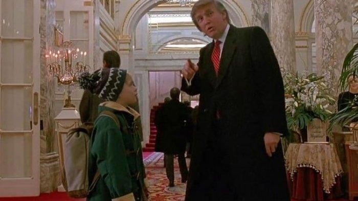 Tangkapan layar dari adegan Donald Trump di film Home Alone 2: Lost in New York.