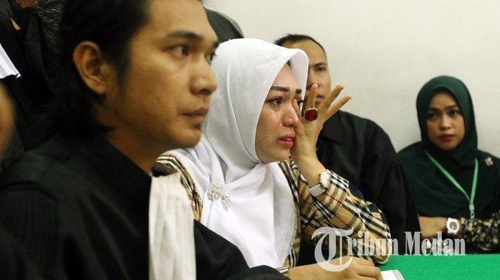 Febi Nur Amelia menangis di Pengadilan Negeri, Medan, Selasa (18/2/2020)