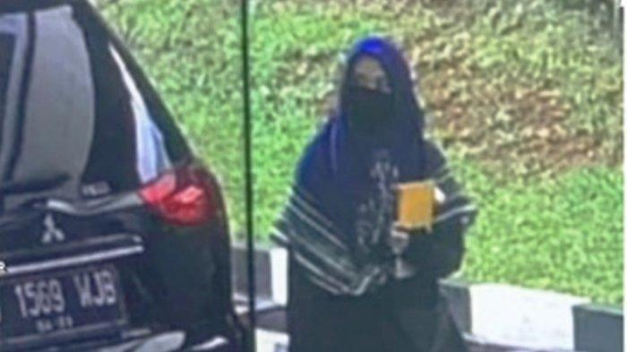POSTINGAN Terakhir Wanita Terduga Teroris Sebelum Serang Mabes Polri, Pamit ke Ortu Lewat Grup WA