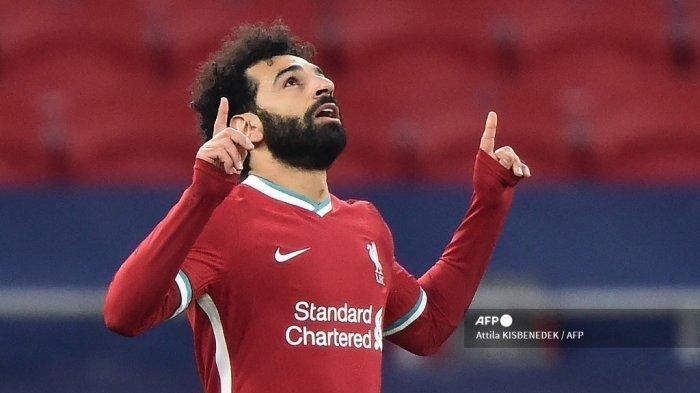 Gelandang Liverpool Mesir Mohamed Salah merayakan gol pertama timnya selama pertandingan sepak bola leg kedua babak 16 besar Liga Champions UEFA antara Liverpool dan RB Leipzig di Puskas Arena di Budapest, Hongaria, pada 10 Maret 2021.