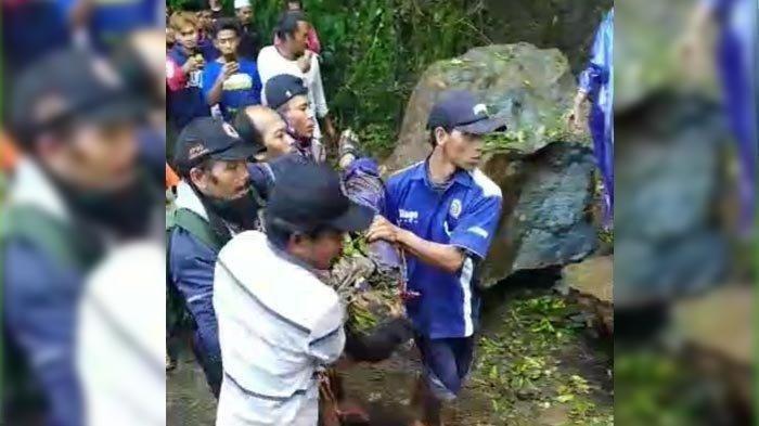 Nahas Pasutri Tewas Tertimpa Batu Berdiameter 2 meter saat Gempa Malang, Tengah Lewat Pakai Motor
