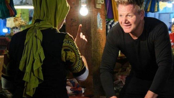 Celebrity Chef Asal Inggris, Gordon Ramsay Cicipi Kue Bika 'Neraka Rasa Surga', Ini Reaksinya