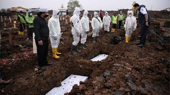 LIHAT Langsung Pemakaman Korban Covid-19, Anies Baswedan Pilu: Jangan Diisi Penuh Lagi, Cukup Sudah