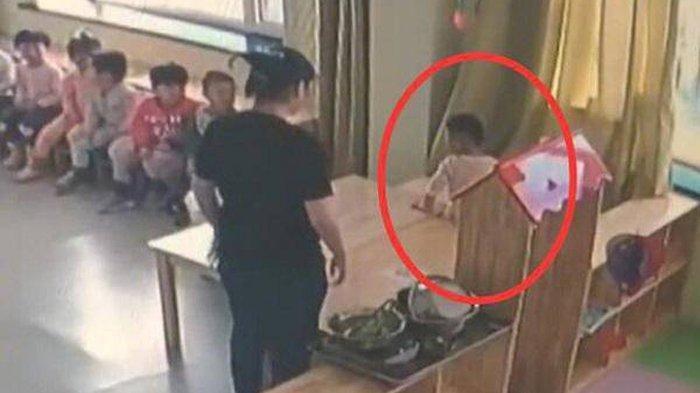 CURIGA Tubuh Anaknya Memar, Ibu Syok Lihat CCTV Sekolah, Guru Tega Jepit Badan Murid dengan 4 Meja