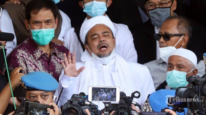 Rizieq Shihab Penuhi Panggilan, Polisi Sebut Menyerah karena Takut, FPI Nyatakan Siap Jika Ditahan