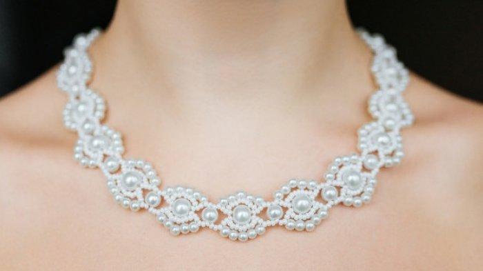 Suami Beri Hadiah Gelang, Sang Istri Malah Curi Uangnya & Beli Kalung dengan Harga Lebih Mahal