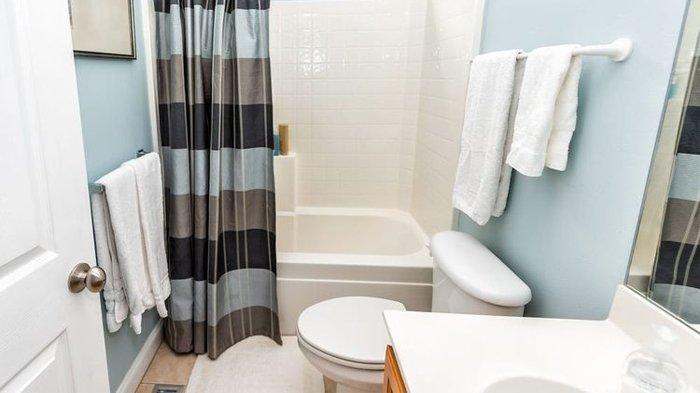 Doa Masuk dan Keluar Kamar Mandi, 8 Adab saat di WC Ini Diajarkan Rasulullah SAW, Dilarang Berbicara
