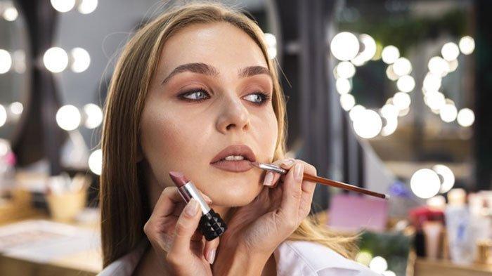 Prediksi Tren Make up 2021, Pamor Riasan Natural Glamor Tak Usang, Ada Sentuhan Warna Vintage