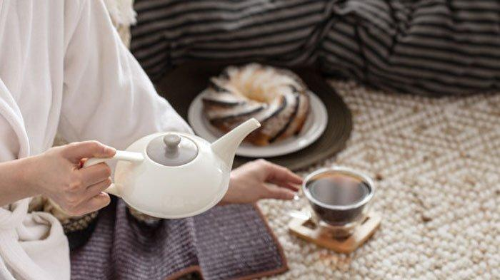 Ilustrasi minum teh herbal