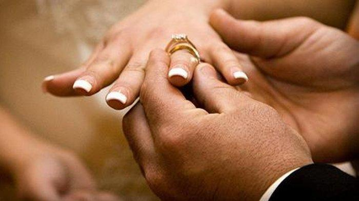 Datang ke Penikahan, Tamu Heran Lihat Mempelai Pria Sibuk Lakukan Ini, Istrinya Sampai Tutupi Wajah