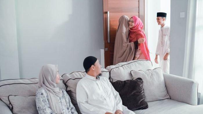 Idul Fitri Saling Silaturahmi, Berikut 8 Adab Muslim Saat Bertamu yang Dianjurkan Rasulullah SAW