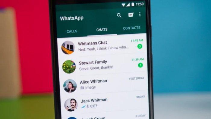 Ilustrasi WhatsApp di smartphone Android.