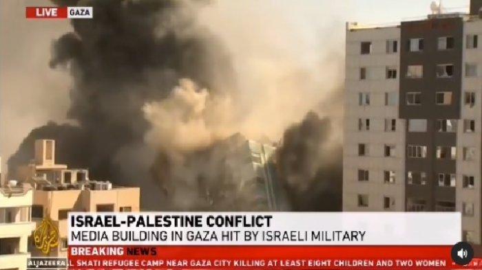 Gedung markas media Al Jazeera dan kantor berita AP dibombardir Israel, Sabtu 15 Mei 2021. Israel tak ingin kekejiannya jadi sorotan dunia lewat media.