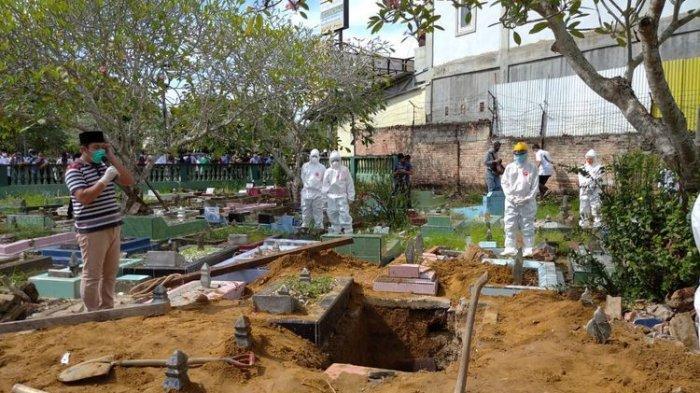 3 Polisi Akhirnya Terjun Kuburkan Jenazah Pasien Covid19 Gegara Petugas Pemakaman Tak Datang