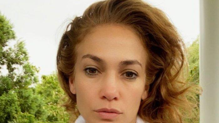 Tetap Cantik di Usia 50-an, Jennifer Lopez Bongkar Rahasia Skincarenya, Ternyata Hanya 3 Langkah Ini