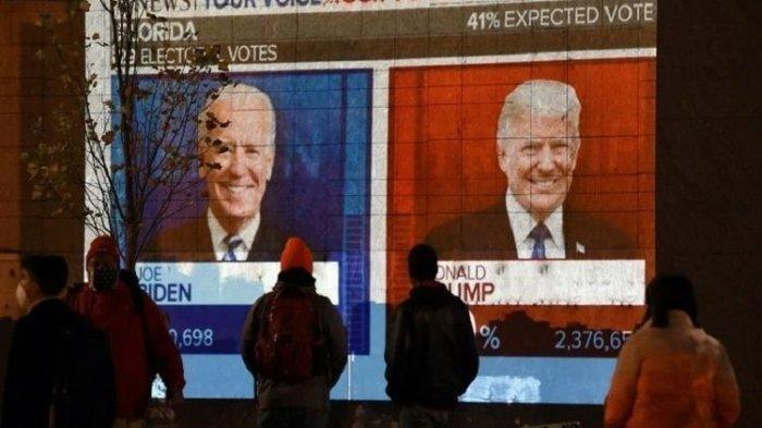 Warga Amerika Serikat menyaksikan hasil pemilihan presiden (pilpres) 2020 yang sejauh ini belum diketahui pemenangnya dan sangat ketat.