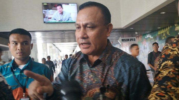 Ketua KPK Firli Bahuri tiba di Kompleks Parlemen, Senayan, Jakarta, Senin (20/1/2020).