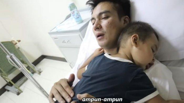 Kiano sakit, dilarikan ke rumah sakit dan diinfus.