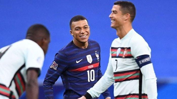 Kylian Mbappe dan Cristiano Ronaldo dalam laga Prancis vs Portugal di UEFA Nations League 2020.