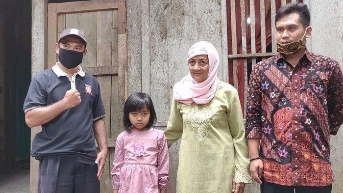 Cerita Nenek 70 Tahun Rela Naik Turun Bukit demi Tugas Sekolah Cucunya, Hidup dari Bantuan Tunai