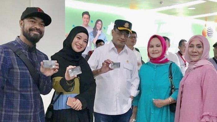 Menteri Perhubungan Budi Karya Positif Corona, Artis-artis Ini Malah Unggah Foto Bareng Pak Menteri