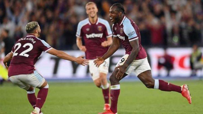 Michail Antonio (Kanan) berhasil menjadi pencetak gol terbanyak untuk West Ham di Liga Inggris, lampaui capaian gol Paulo Di Canio, Selasa (24/8/2021)