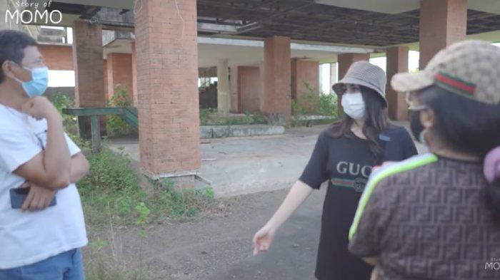Momo Geisha jadi korban penipuan <a href='https://manado.tribunnews.com/tag/developer-bodong' title='developerbodong'>developerbodong</a>