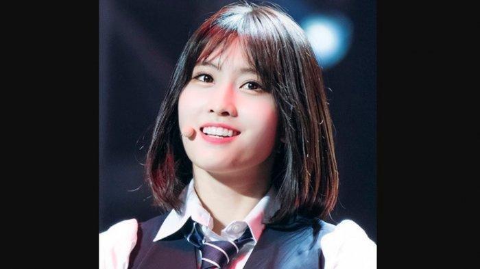 POPULER Viral Suara Asli Momo TWICE saat Menyanyi: Dinilai Sumbang, Nayeon di Sampingnya Beri Reaksi