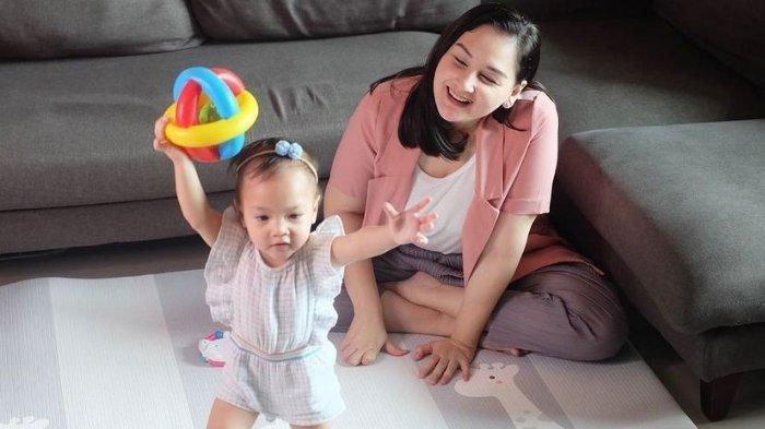 Mona Ratuliu Sempat Positif Covid-19, Bagikan Momen Menyayat Hati saat Anak Bungsu Menghampirinya