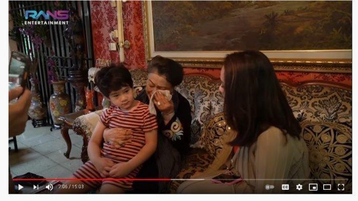 Nagita ikut menangis lihat nenek Raffi Ahmad terisak doakan Rafathar