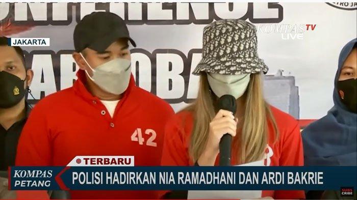 Nia Ramadhani dan Ardi Bakrie dihadirkan saat konferensi pers, Sabtu (10/7/2021)