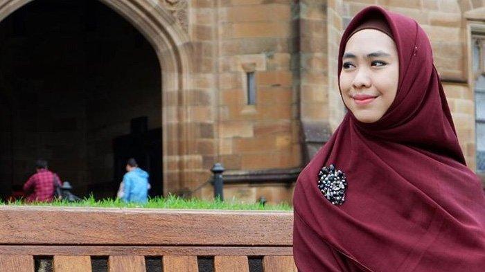PILU Ziarah ke Makam Ayah, Oki Setiana Dewi Curhat 2 Putrinya Rindu: Ingin Vidcall sama Mbah Kakung