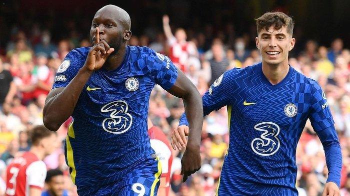 Para pemain Chelsea merayakan gol melawan Arsenal Liga Inggris 2021/2022.