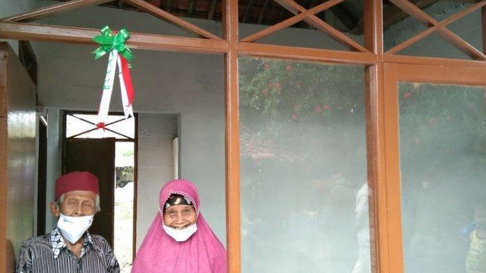 Senyum Pasangan Lansia Akhirnya Tinggali Rumah Layak, Dulu Berteman Bocor, Kini Senang Dikasih Kasur