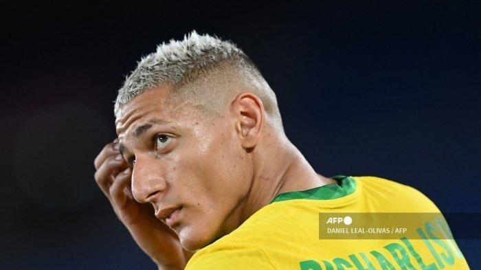 Pemain depan Brasil Richarlison terlihat selama pertandingan sepak bola putaran pertama grup D putra Olimpiade Tokyo 2020 antara Brasil dan Jerman di Stadion Internasional Yokohama di Yokohama pada 22 Juli 2021.