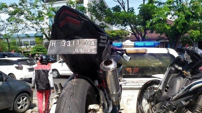 HENDAK Jemput Pacar, Pemotor CBR Berstiker 'Harta, Tahta, Della' Tewas Kecelakaan, Kekasih Histeris