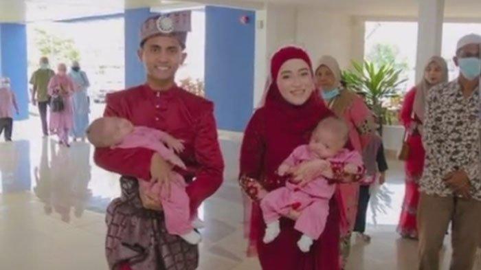 Pengantin bawa bayi kembar ke acara resepsi mereka