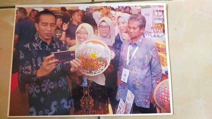 VIRAL GURU SD Asal Bogor Ubah Limbah Pabrik Jadi Karya Seni Bernilai Ekonomi