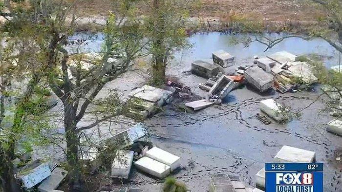 HOROR! Banyak Peti Mati Berisi Jasad Manusia Berserakan, Tersapu Badai & Sulit Dimasukkan ke Tanah
