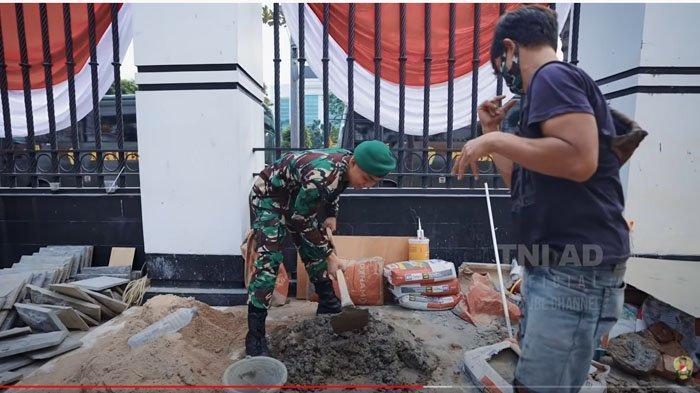 Prada Haidir Anam tak malu bantu temannya bekerja jadi kuli bangunan