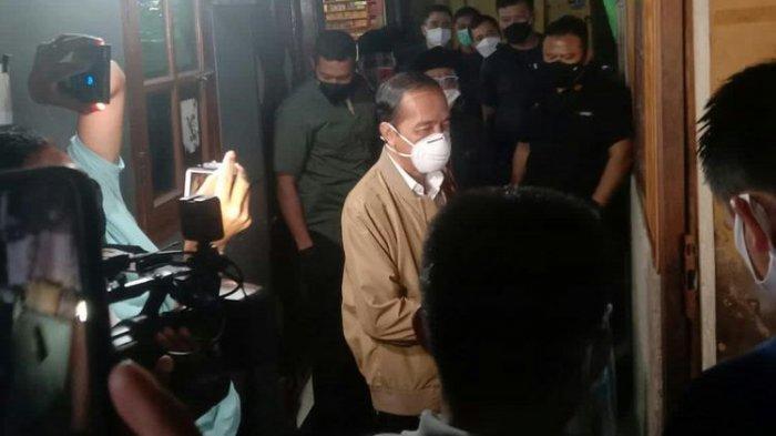 CERITA Warga Malam-malam Didatangi Presiden Jokowi, Dapat Obat & Sembako: Kesini Keadaan Senyap