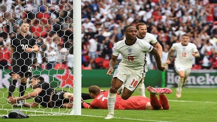Pemain depan Inggris Raheem Sterling merayakan setelah mencetak gol pembuka pada pertandingan sepak bola babak 16 besar UEFA EURO 2020 antara Inggris dan Jerman di Stadion Wembley di London pada 29 Juni 2021.