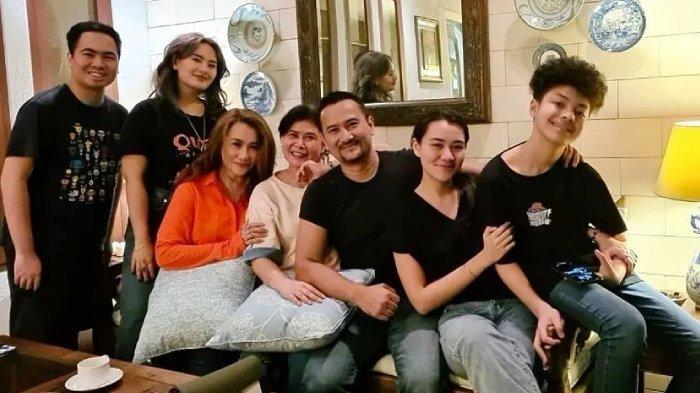 POTRET Reza Artamevia Kumpul dengan Keluarga Adjie Massaid, Ungkap Hubungan dengan Angelina Sondakh