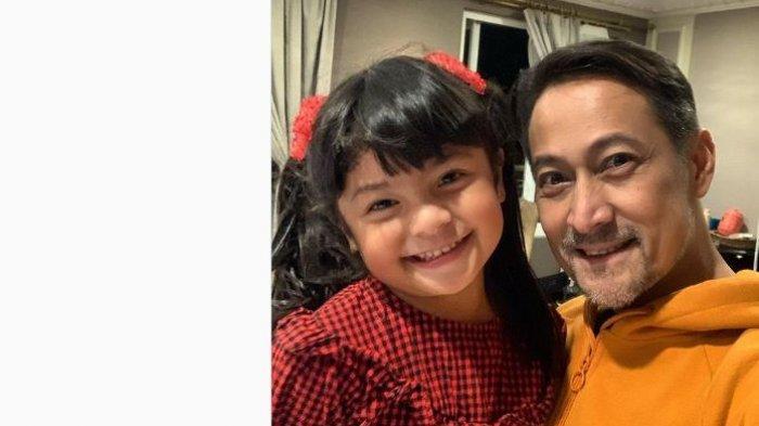 Rommy Sulastyo dengan Fara Shakila pemeran Reyna di Ikatan Cinta.