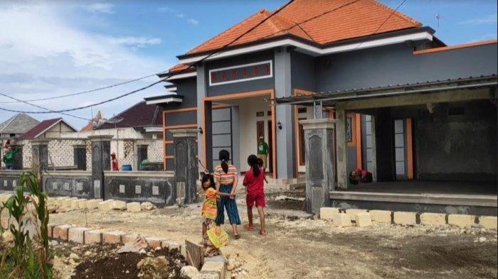 Rumah-rumah baru warga Tuban di Komplek rumah relokasi mandiri warga terdampak kilang minyak yang kini dalam proses pengerjaan di Desa Wadung, Kecamatan Jenu