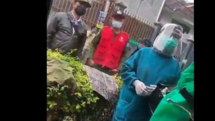 RS Penuh Sesak, Pecah Tangis 1 Keluarga Dihujat karena Isolasi di Rumah 'Kami Dicap Kotori Wilayah'