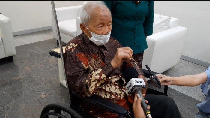Lansia 104 Tahun Ikut Vaksinasi Covid-19, Sudah 2 Kali, Beri Pesan Agar Tak Takut: 'Gak Sakit Kok'