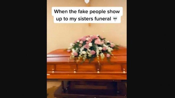 Seorang pelayat diusir dari pemakaman.