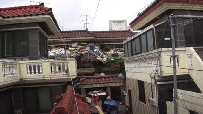 Istri Sakit, Pria Ini Justru Sengaja Timbun Sampah di Rumahnya, Ternyata Ada Alasan Pilu
