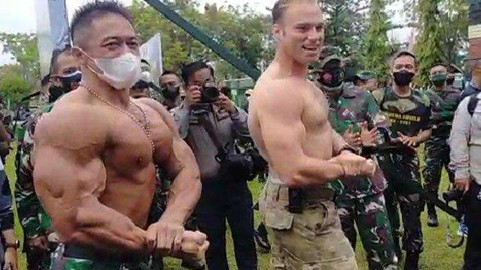 Serma Atang Efendi unjuk otot dengan tentara Amerika